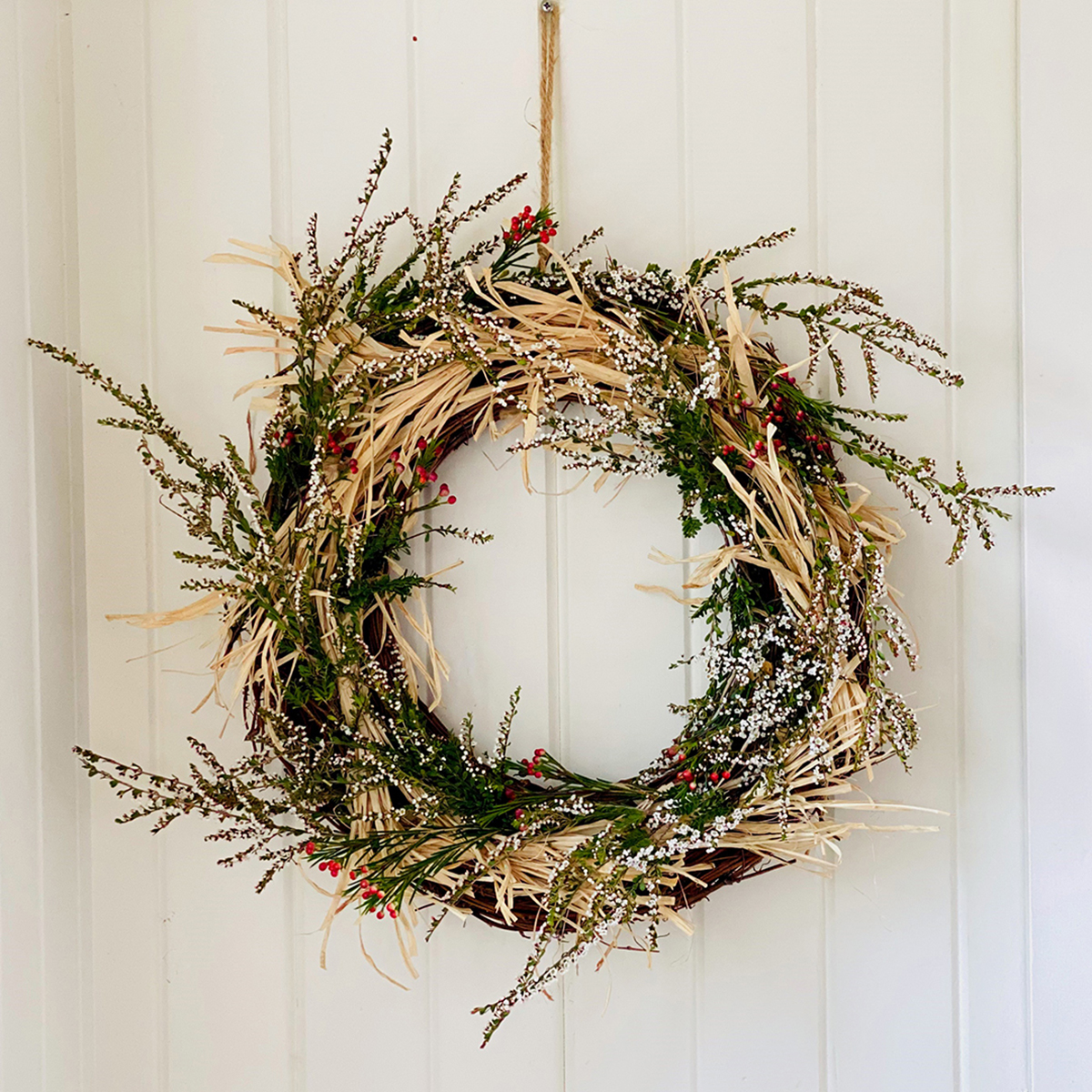 18749 - Natural Raffia wreath